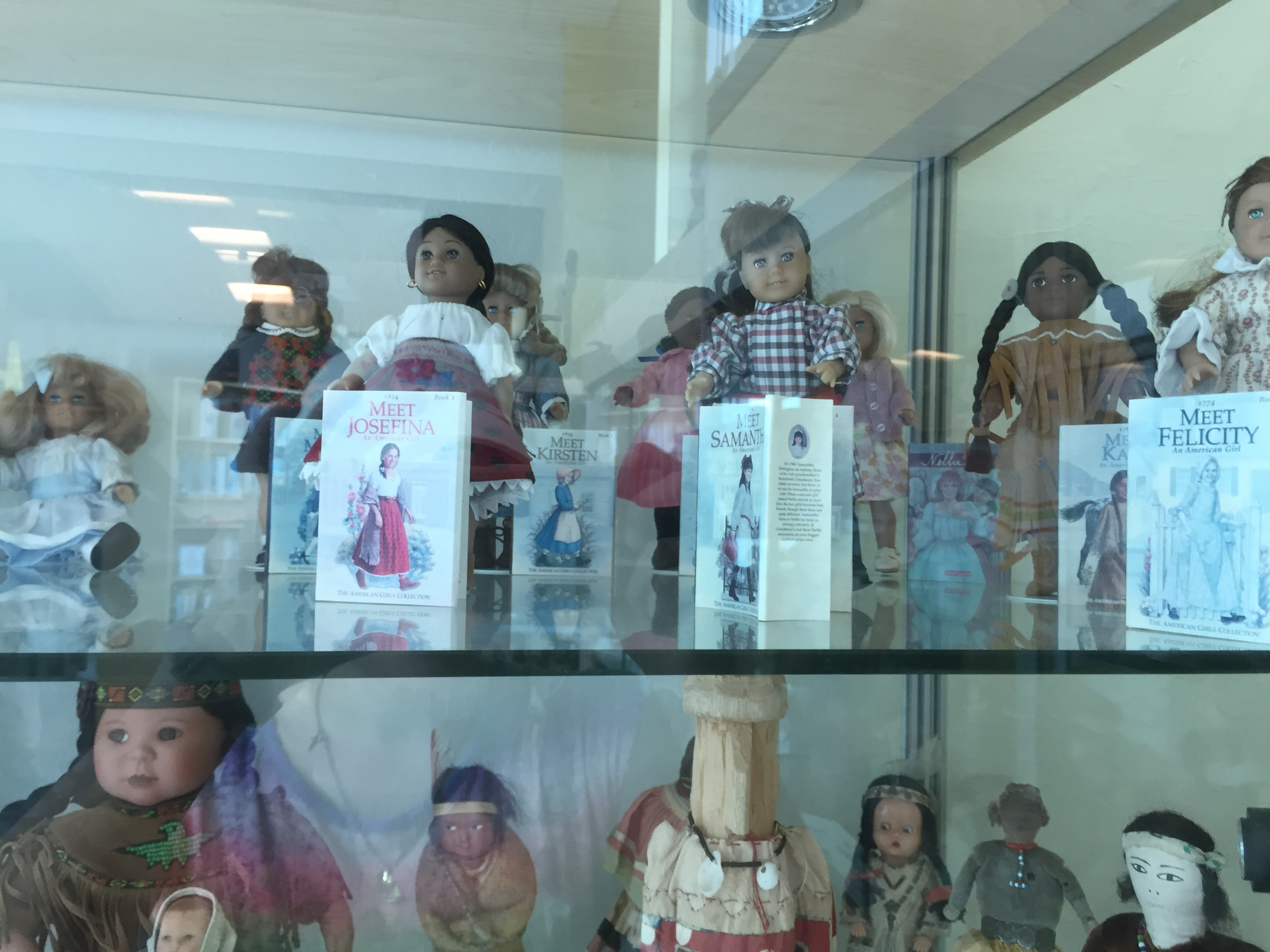 The library had a few cases with older dolls on it. I came across these American Girl mini dolls. I'm not totally sure, but I think they are Pleasant Company.